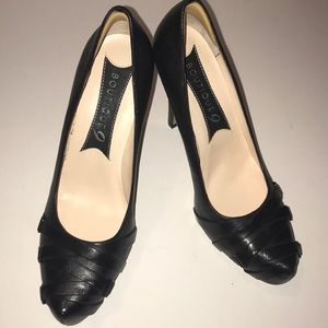 NWOB black pumps Boutique 9 brand size 8